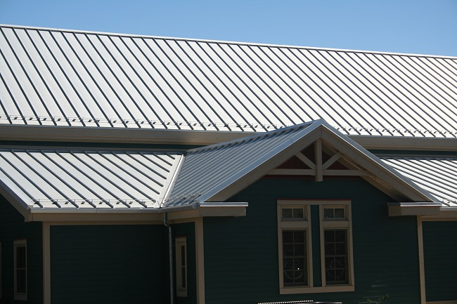 Is Your Metal Roof Safe in a Thunderstorm?
